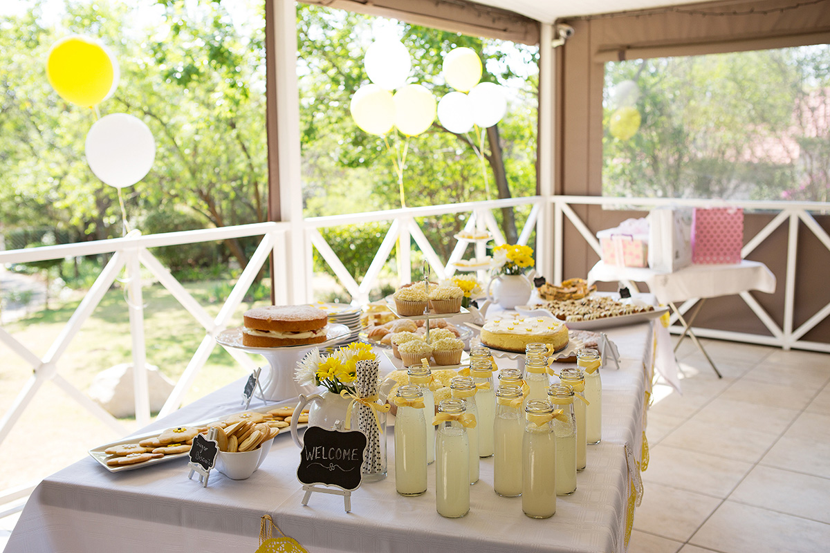 the table of the baby shower cakes, savoury snacks and welcome drinks