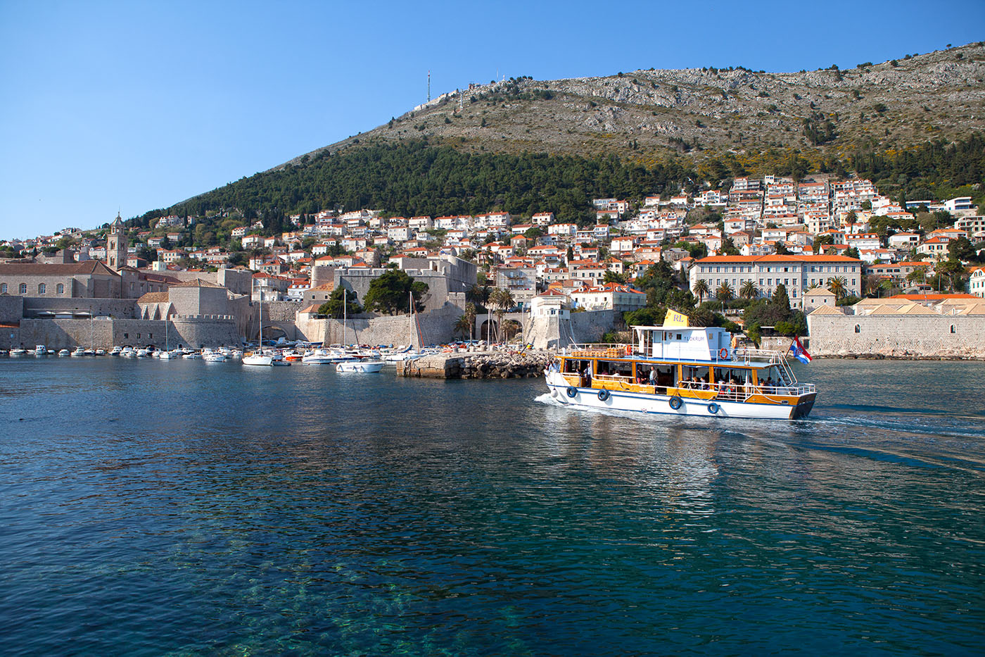 A boat coming into the Dubrovnik Harbour